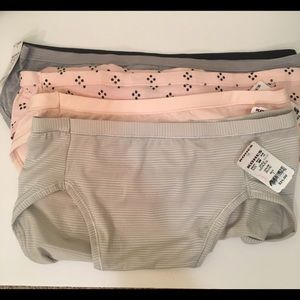5 pair of Size 7 Miscellaneous Hanes Panties